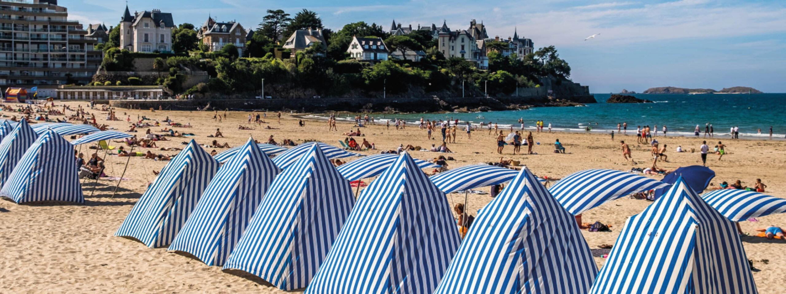Dinard et ses tentes bleues